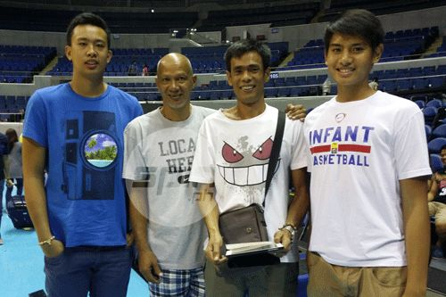 Pangalanan with teammate Austin Cabatana, his shooting coach former PBA player Totoy Marquez (second from left) and his dad. Photo by Snow Badua