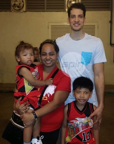 Marcio Lassiter with wife Jerlyn and kids Montae and Miles. Photo by Snow Badua