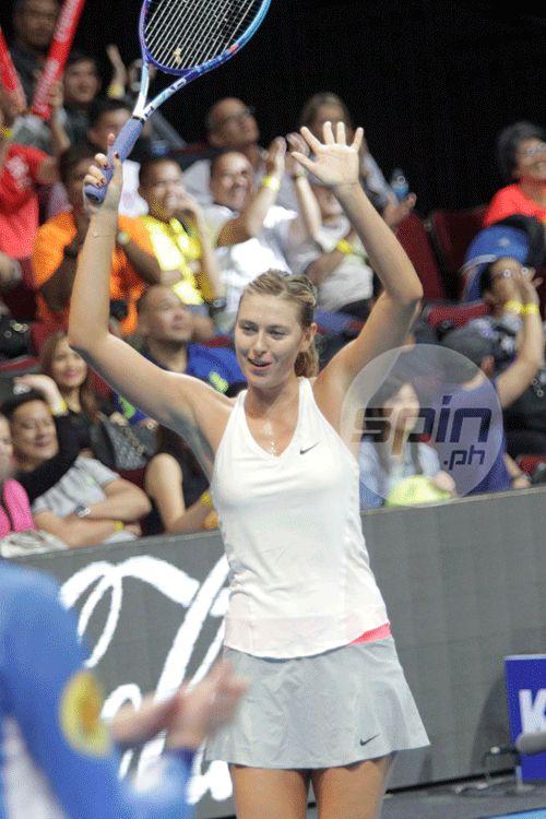 Sharapovs celebrates her victory.