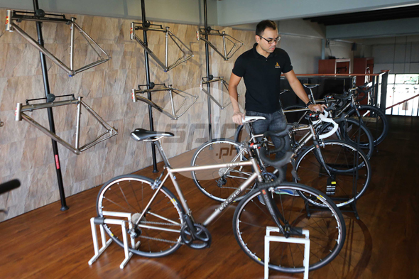 Maximus owner Andy Leuterio shows off his Lynskey inventory. The titanium frames start from P80,000.