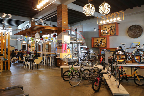 The shop has 310 square meters devoted to bikes and multisport.