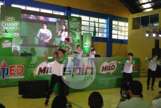 Kiefer Ravena leads a demo of the Milo Champ moves dance routine the students will perform in the morning