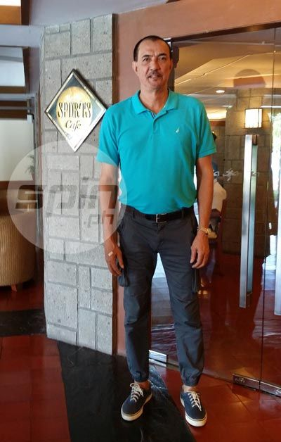 Mon Fernandez is a towering 6-foot-7 the last time Spin.ph caught up with him. Snow Badua