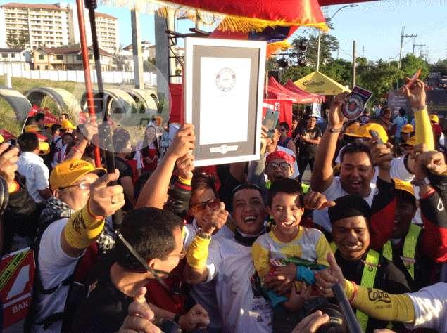 Participants celebrate the record feat. Rhoel Fernandez