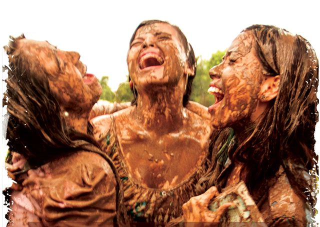 Mud Mask – Woman Gets a Face Full of Mud at the Merrell Down and ...