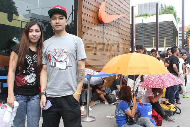 Paul Albar and his wife Joy camp out in front of Nike Park in Bonifacio High Street a day before Nike is set to give away tickets to see LeBron James in the flesh. Photo by Jerome Ascano