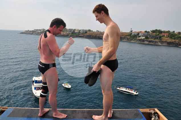 Open Class divers Christian Wurst (GER) and Liam Atkins (AUS) do 'rock, paper, scissors' to determine who goes first.Dante Peralta