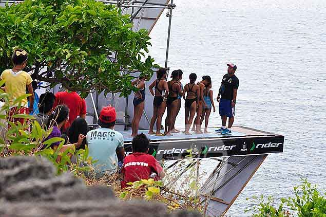 Girl divers training with the Philippine team took part in the Junior Category.Dante Peralta
