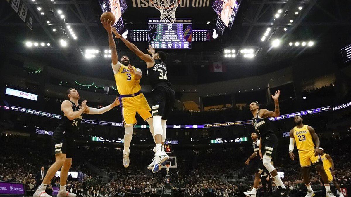 Anthony Davis Shakes Off Lakers Loss To Bucks Antetokounmpo
