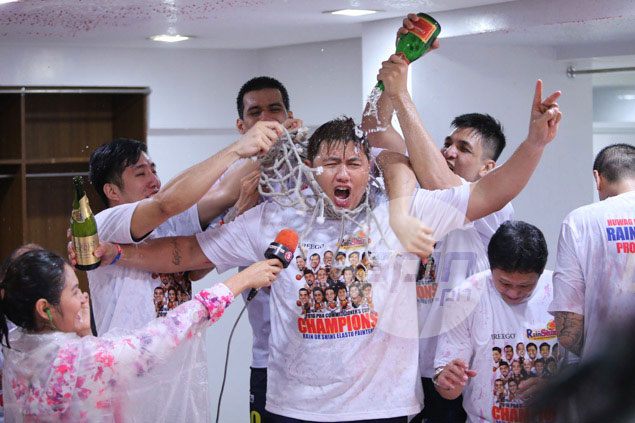 Beau Belga enjoys his victory shower.