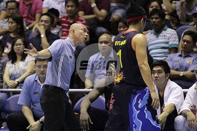 Rain or Shine coach Yeng Guiao shows his frustration. Jerome Ascano