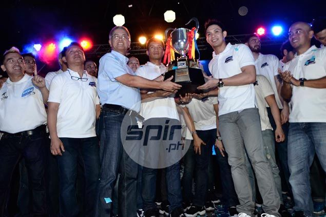 San Mig players hand over the PBA Governors Cup trophy to Purefoods president Butch Alejo. Jerome Ascano