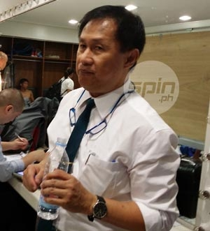 San Mig doctor Raffy Sanchez is confident Marc Pingris' eye injury will heal in 24 hours. Photo by Snow Badua