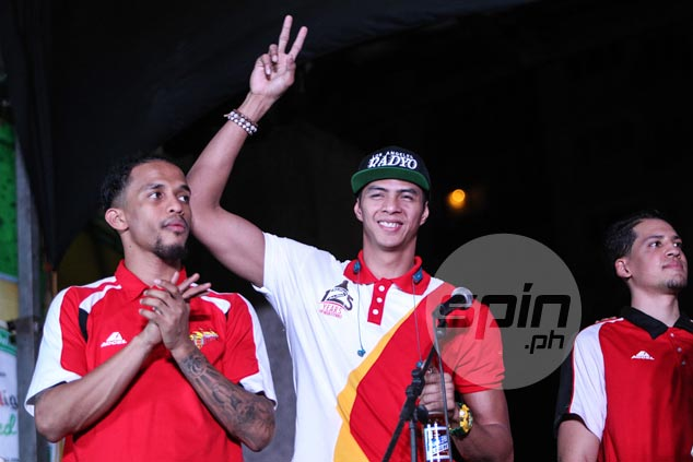 Arwind Santos acknowledges the cheers.