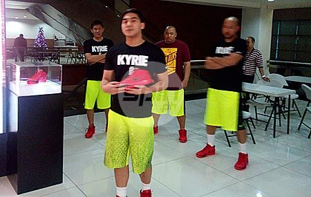 KINE product specialist Andro Torres provides a quick intro to the Kyrie 1