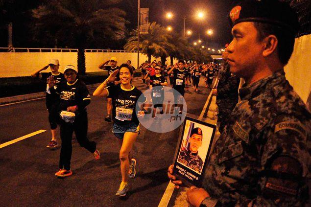 Touching scenes as runners in Condura Skyway Marathon salute 44 SAF heroes