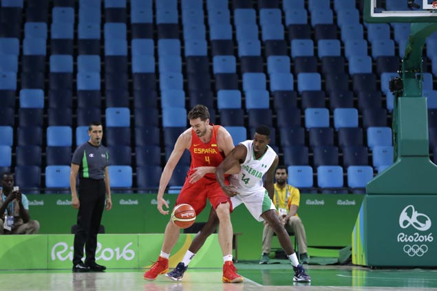 Spain survives bomb scare, avoids upset ax vs Nigeria as Gasol, Rubio lead late rally