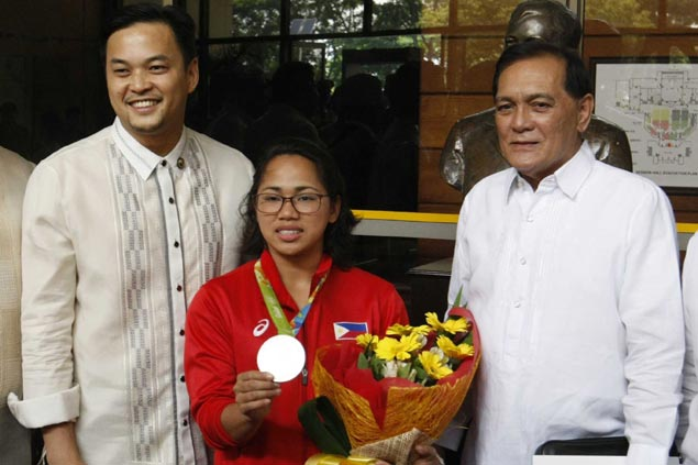 Olympic heroine Hidilyn Diaz awarded with Congressional medal, P1.4M additional incentive
