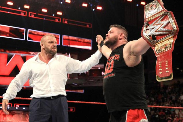 WWE Universal Champion Kevin Owens leads triple-threat title match to banner Manila card