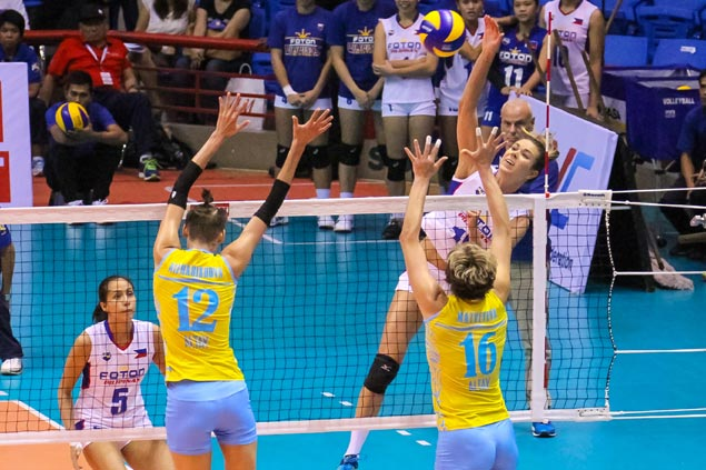 Lindsay Stalzer makes last-minute decision to play in bid to inspire Foton teammates