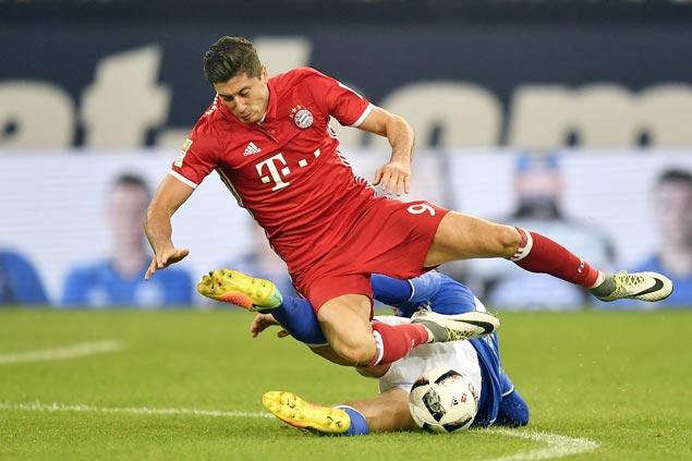 Lewandowski stars anew as Bayern beats Schalke to stretch Carlo Ancelotti's winning start