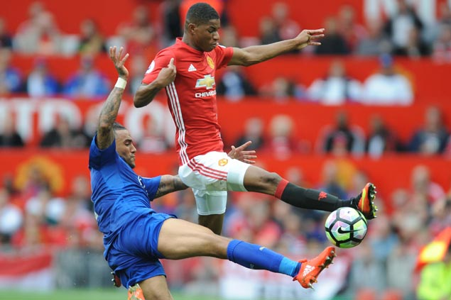 Man U plays solid without Rooney, clobbers titleholder Leicester to end run of two straight EPL losses