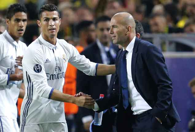 Zidane draws praise but deflects credit to players as Real Madrid nears new unbeaten record