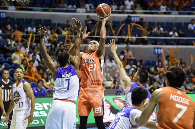 Reynel Hugnatan stretches his game and earns PBA Player of the Week accolade
