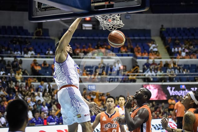 Left red-faced by a Newsome dunk, Ranidel de Ocampo comes up with a slam of his own