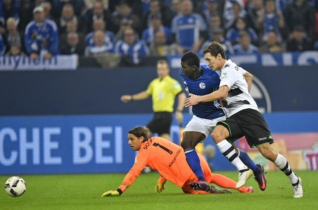 Schalke thrashes 'Gladbach to end five-game losing run