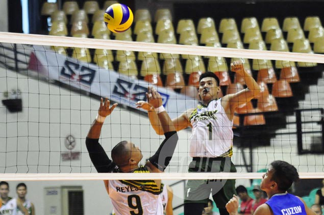 UST coach Kungfu Reyes turns back clock in lifting Army past winless 100 Plus in Spikers Turf
