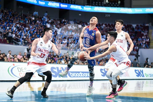 Do-it-all Jio Jalalon cramps up as Arellano Chiefs endgame rally loses steam