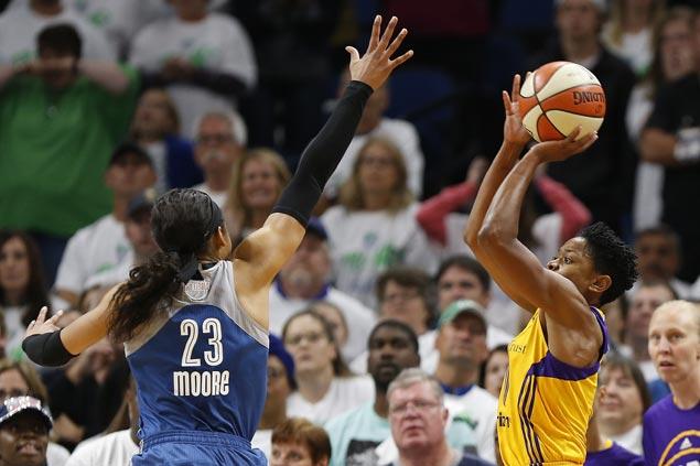 Alena Beard's buzzer-beater lifts LA Sparks over Minnesota Lynx in WNBA Finals opener