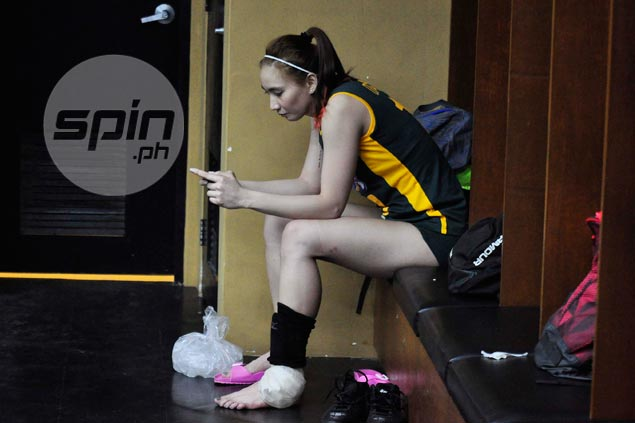 Rachel Anne Daquis fails to finish game, but quick to shrug off ankle injury scare