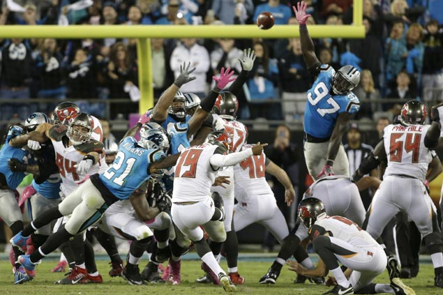 Roberto Aguayo makes game-winning kick as Buccaneers add to woes of slumping Panthers