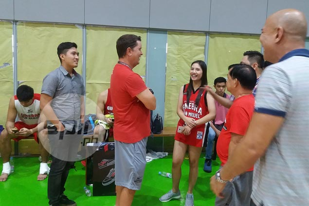 Singing FB sensation meets Ginebra idols in practice, gets chance to watch Game 4