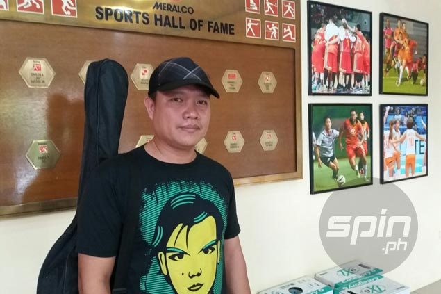 Meralco's own singing fan takes spotlight as supporters 'Bolt in' to lift team's spirit