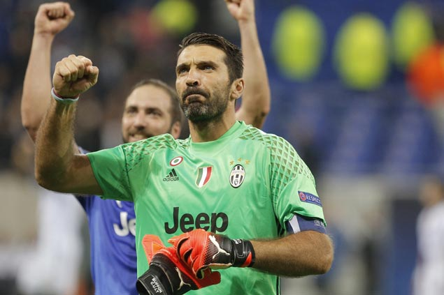 Juventus rips Cagliari as Gonzalo Higuain, Gianluigi Buffon stand out on night for legends