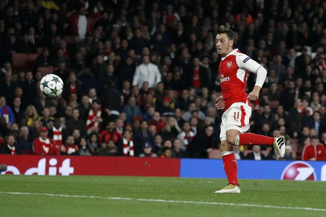 Mesut Ozil notches first career hat-trick as Arsenal thrashes Ludogorets