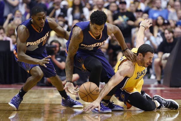 Suns stretch win streak to three and send Lakers to fifth straight loss
