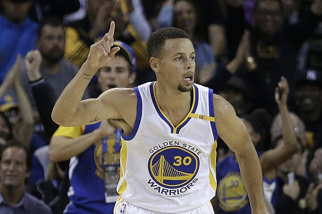 Curry, KD combine for 63 points as Warriors defeat Trail Blazers