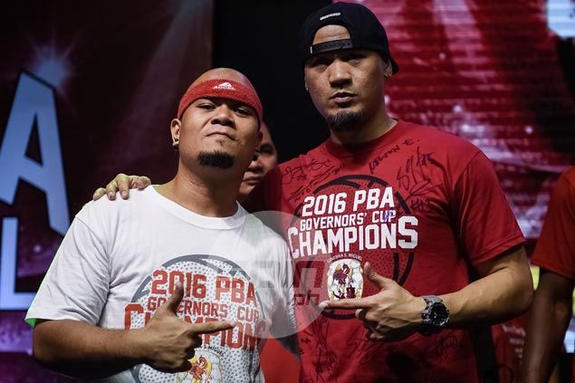 Mark Caguioa lookalike gets star treatment during Ginebra thanksgiving party