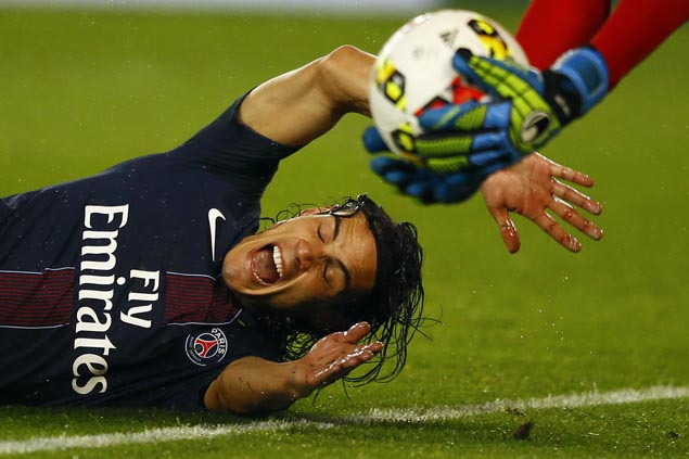 Persistence pays off for Edinson Cavani as he lifts PSG over Lille and closer to Ligue 1 leader Nice