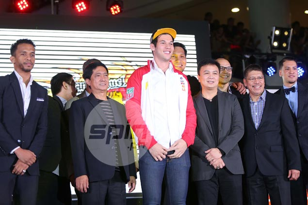 After being mentored by Ildefonso and Fernandez, Fajardo more than willing to help out rookie AVO
