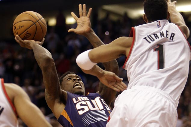 Eric Bledsoe overtime buzzer-beater lifts Suns over Blazers for first win of the season