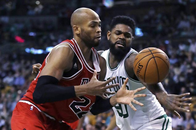 Johnson, Thomas lead way as Horford-less Celtics deal Bulls first loss