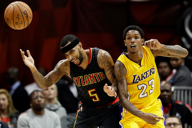 Lakers end three-game skid, hand Hawks first defeat of season