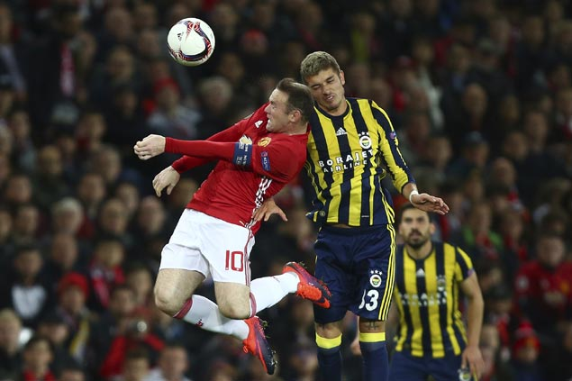 Fenerbahce dominates early to push Manchester United on brink of elimination in Europa League