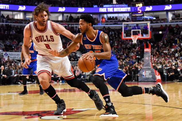 Derrick Rose posts huge double-double against his former team as Knicks score big win at Bulls