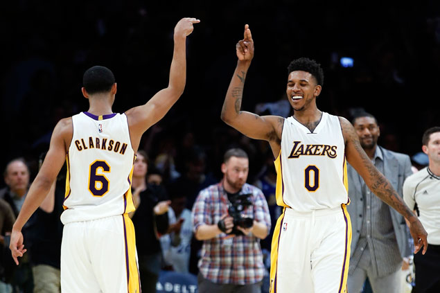 Clarkson, Young take charge late as Lakers douse Suns rally to stretch win streak to three